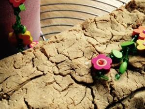 gesund und einfach selber backen: Buchweizen-Dinkel-Brot. Mehr Genuss und Entspannung im Alltag.