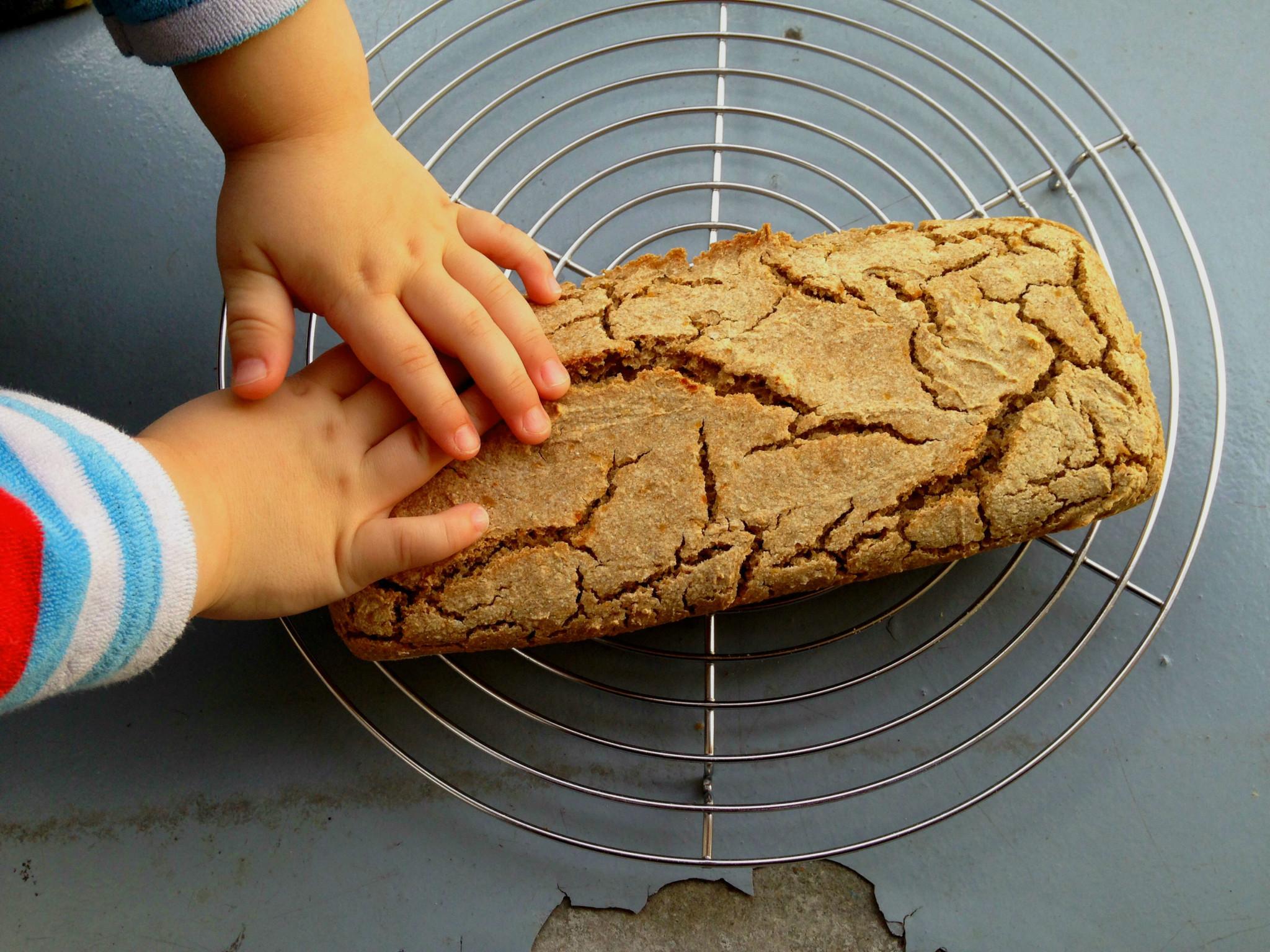 einfach und schnell gesundes Brot backen. Buchweizen-Dinkel.